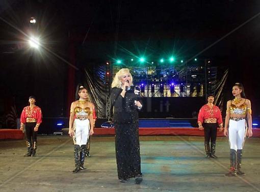 liana-orfei-golden-circus