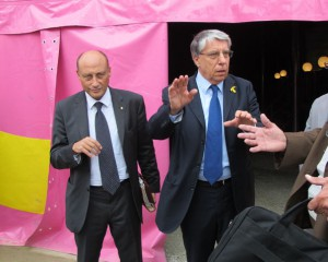 Il presidente Buccioni e il senatore Giovanardi davanti al circo Martini a Imola