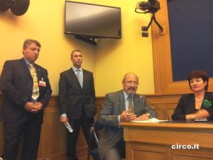 Flavio Togni, vicino al dottor Maurizio Chiesa, a Livio Togni e alla onorevole Goisis alla conferenza stampa promossa dall'Enc alla Camera dei deputati (foto Circo.it)