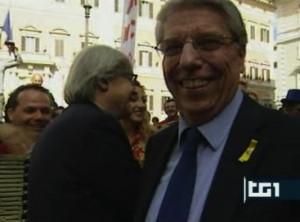 Carlo Giovanardi e, dietro, Vittorio Sgarbi, alla manifestazione del circo davanti a Montecitorio che si è tenuta circa un anno fa