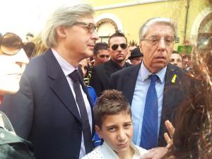 Vittorio Sgarbi alla manifestazione del circo davanti Montecitorio insieme al senatore Giovanardi