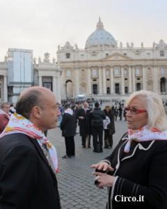 Liana Orfei col presidente Buccioni in piazza San Pietro