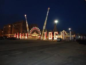 Sopra, Livio Togni e, in questa foto, una immagine esterna del circo Darix Togni