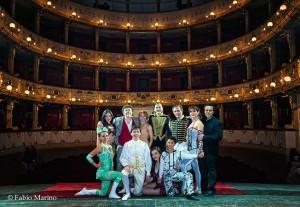 La famiglia Larible al completo sul palcoscenico del Teatro Curci di Barletta (foto Fabio Marino)