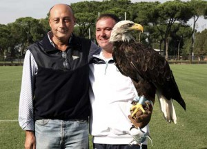 Il presidente Buccioni con Olimpia, l'aquila della Lazio