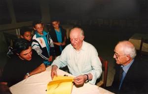 Dario Fo all'Accademia del Circo di Cesenatico nel 1998 col presidente Palmiri (foto Circo.it)