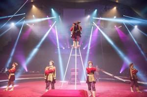 Il Rosgostsirk  ha presentato al Festival di Latina due esibizioni di alto livello: in questa foto l'ensemble acrobatico di Andrei Kovgar