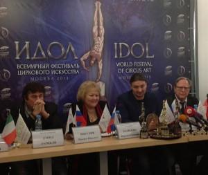 Farzana Khalilova, al fianco del clown David Larible, al convegno che si è tenuto di recente a Mosca in occasione del Festival Idol