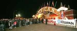 Calca di gente davanti alle casse per il debutto dell'American Circus a Vicenza
