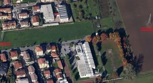 L'area pubblica che il Comune di Bollate mette gentilmente a disposizione dei circhi: i due tralicci sono evidenziati in rosso