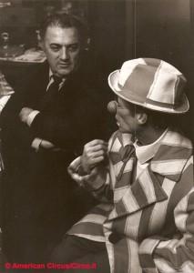 Federico Fellini col clown Caveagna al circo Americano