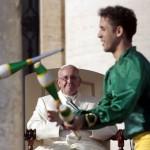 Gli artisti del Golden Circus da papa Francesco