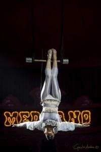 Stefany Hones al trapezio. Il circo Medrano si trova a La Spezia da domani al 9 marzo