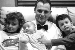 Glen con i tre figli