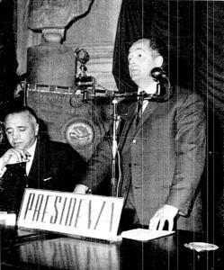 Palmiri al microfono, di fianco al ministro Corona