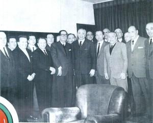 Foto di gruppo col ministro Corona dopo il via libera al disegno di legge sul circo e lo spettacolo viaggiante