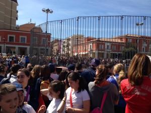 Leoni in piazza a Latina, presentati da Redy e Denny Montico, e migliaia di persone a godersi lo spettacolo
