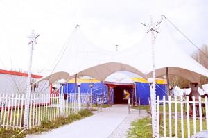 Lo chapiteau che ospita la scuola del Piccolo circo dei sogni a Peschiera Borromeo
