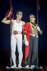 Roni e Stiv Bello nel numero del trapezio comico