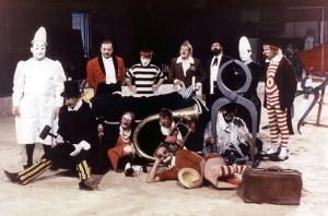 Una foto di scena del film I Clowns di Fellini, col padre di Fumagalli al centro