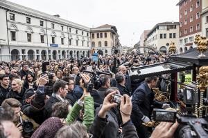 Il servizio fotografico sui funerali di Moira è di Andrea Giachi
