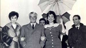 Liana e Moira a braccetto di Vittorio De Sica (1954)