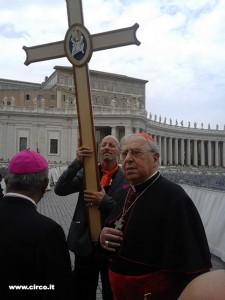 Il card. Vegliò ha guidato ieri i pellegrini dello spettacolo viaggiante e popolare sulla tomba di Pietro