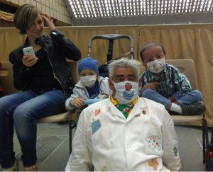 Leris Colombaioni con alcuni bambini dell'ospedale Bambin Gesù nell'Aula Paolo VI lo scorso 16 giugno
