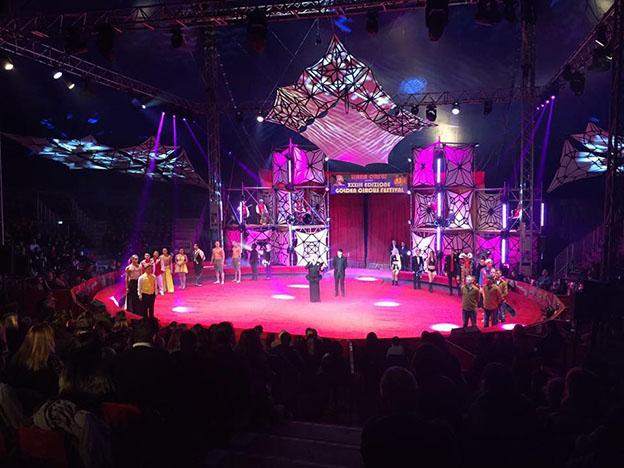 golden-circus-interno